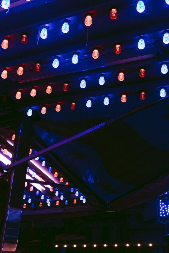 focos azules y rojos
